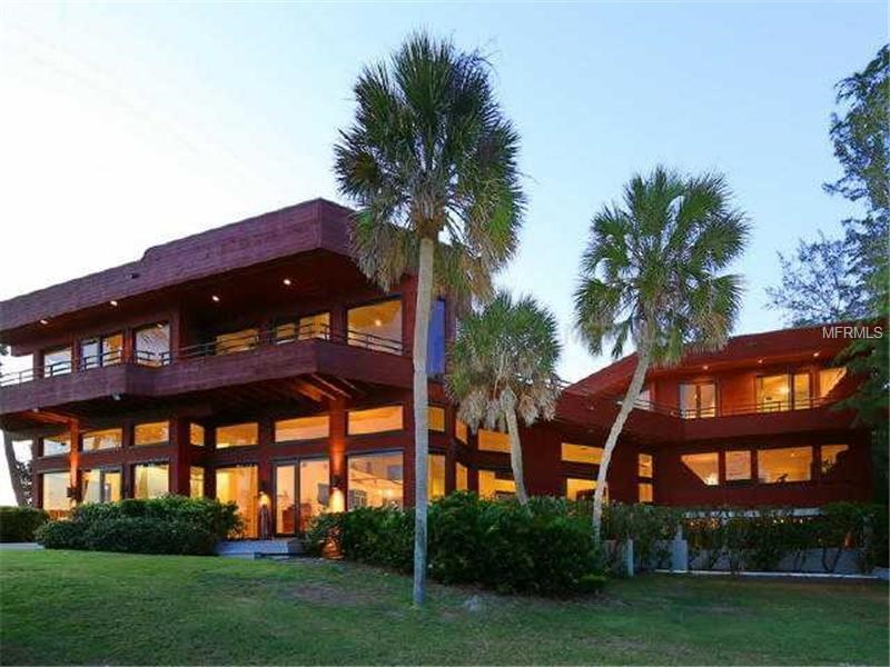 <strong>5 Bedrooms, 6,971 Sq Ft.</strong><br/>With 180 degrees of panoramic views, this property is gated, private, and protected by the natural and beautiful rocks and rare gulf-front seawall.