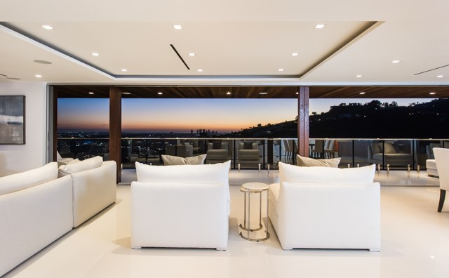 <strong>5 Bedrooms, 5,240 Sq Ft.</strong><br/>Architecturally inspiring in both appearance and function this incredible home radiates a warm California modern allure draped in sophistication and delight.