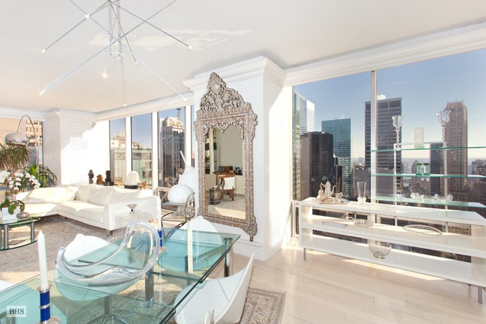 <strong>2 Bedrooms, 1,795 Sq Ft.</strong><br/>Located on the 33rd floor of the famous Olympic Tower condominium, this large corner two bedroom with two and a half marble bathrooms offers spectacular sunbathed views that add to the graciousness of the entertaining space.