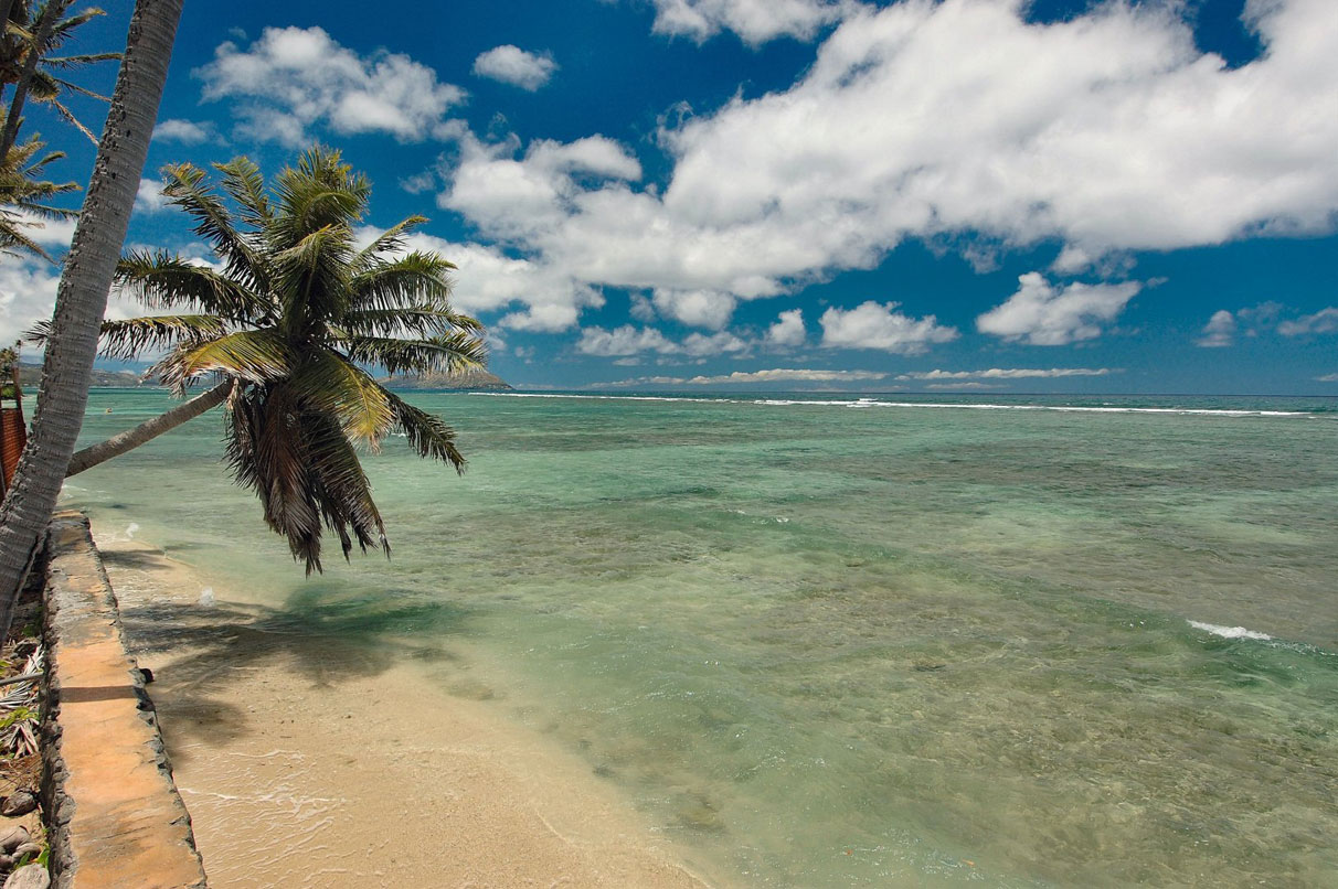 <b>2.76 Acres</b><br/>Almost 3 acres of vacant land with over 360 linear feet of ocean frontage and sweeping ocean views—the perfect location to build the ultimate Hawaiian estate near Diamond Head and Waikiki.
