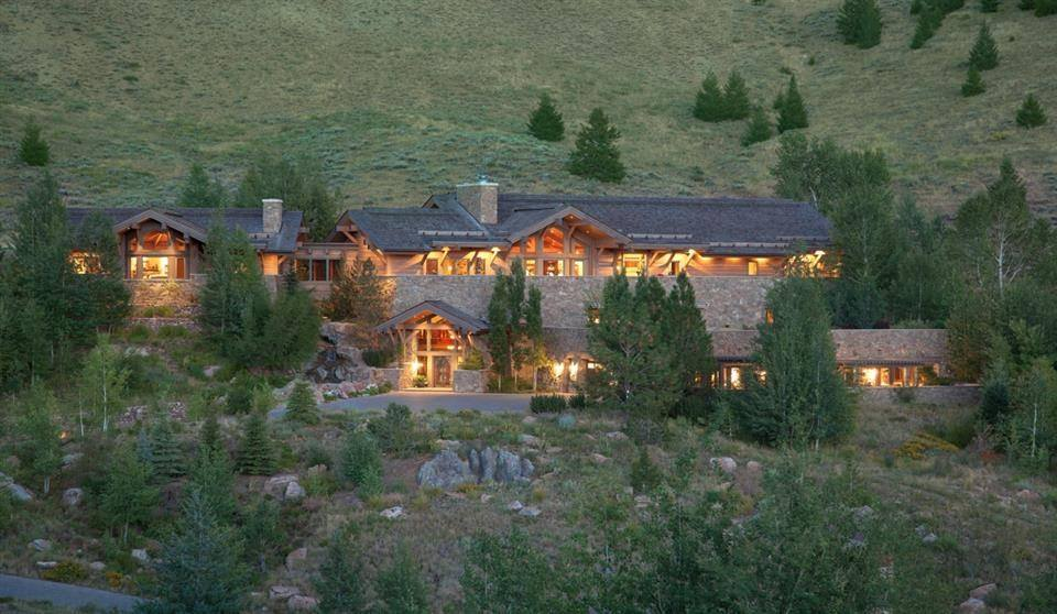 Located in the hills just north of Ketchum this elevated property boasts 360 degree mountain views. Constructed with an unrivaled level of luxury, the residence features intimate spaces with beamed ceilings; custom millwork and cabinetry; reclaimed oak floors; a Schindler elevator and Loewen windows and doors.