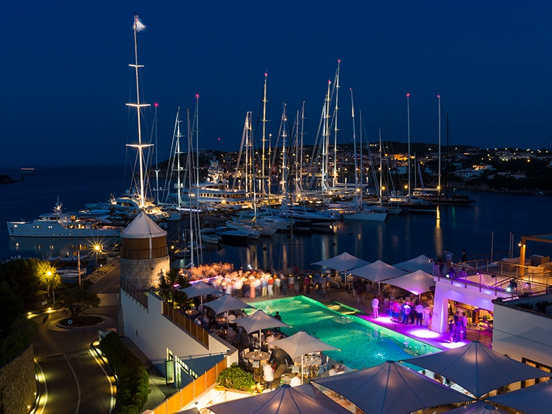 Events such as the Dubois Cup are held at the yacht club's Aqua Lounge.