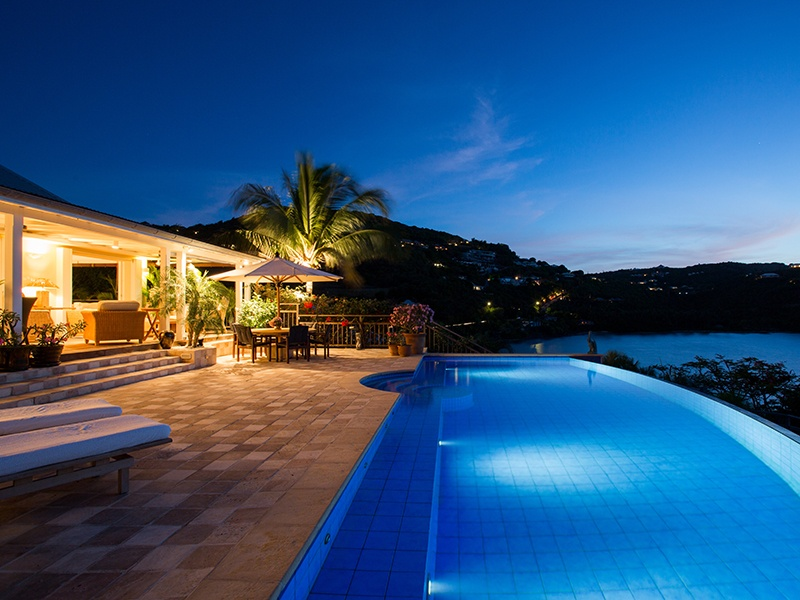 Villa WYB is situated on sheltered Marigot Bay and has its own private beach and jetty.