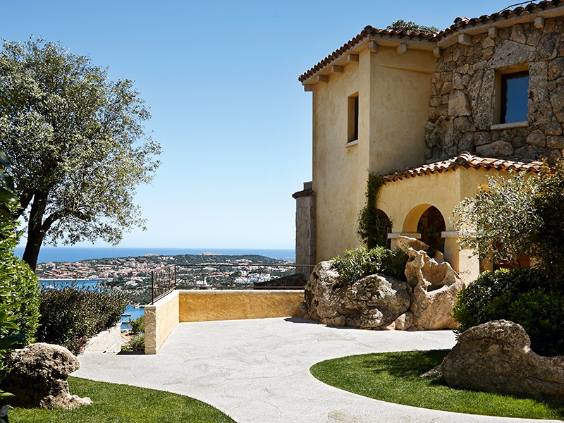 Set on a hillside and bringing a new level of luxury to the Costa Smeralda, the residences at La Tiara di Cervo include four penthouses boasting breathtaking terraces.