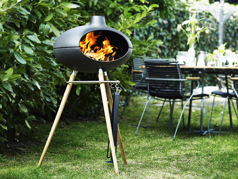 Summertime is barbecue time. Your outdoor meals will be a sizzling sensation with the Morsø Grill Forno.