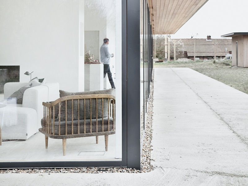 Designed as a long, narrow, flat-roofed pavilion, Reydon Grove Farm is of a size that harmoniously matches the scale of this working site's existing barn and dairies. Photograph: Jonas Bjerre-Poulsen