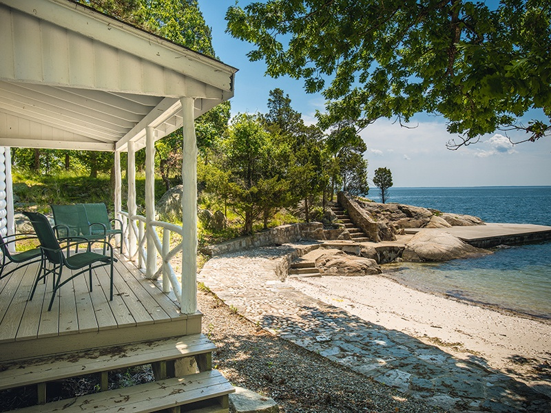 In addition to the 10-bedroom main house, Villa Juliette, the estate comprises several waterfront cottages, and another period property from the 1860s.