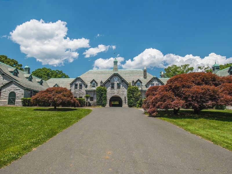 The estate includes a 25-stall stable with an arched Guastavino tile ceiling, similar to the one in Grand Central Station's Oyster Bar.
