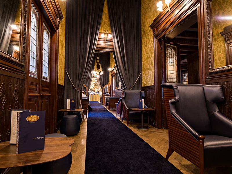 The bar and lounge at Le Train Bleu is an ideal stopping point for those traveling through Gare de Lyon.