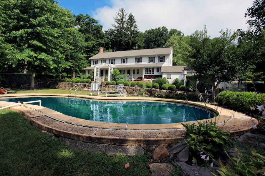 This eight-acre equestrian estate, the childhood home of Olympic show jumper Nona Garson, is a horse lover's dream property.