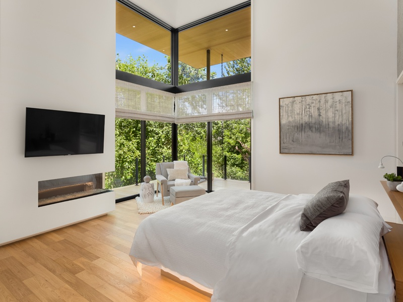 Suteki House's open corners, inspired by typical Japanese architecture,  allow natural light—and views to the surrounding garden—to flood in.