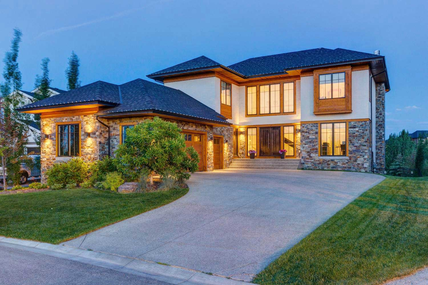 <b>Calgary, Alberta, Canada</b><br/><i>6 Bedrooms, 4,221 sq. ft.</i><br/>Heritage Pointe estate home