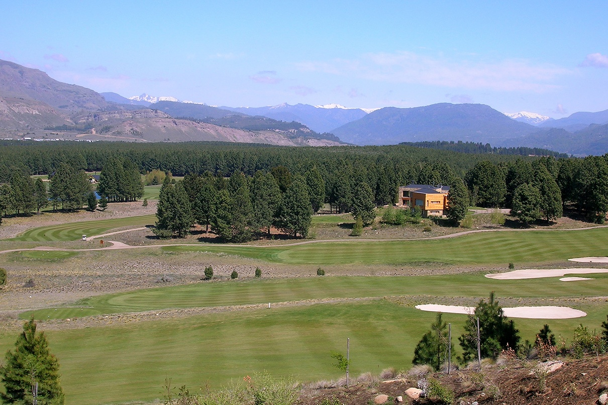 This Patagonian retreat has views over five of the fairways of Chapelco, the first golf course created by Jack Nicklaus in Latin America.