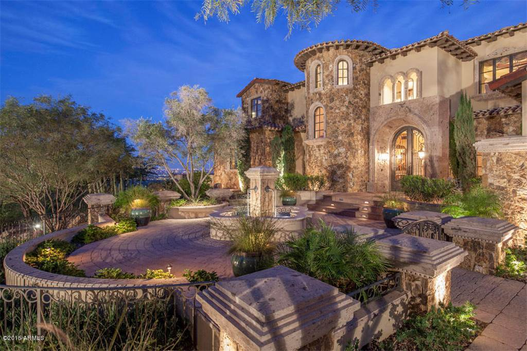 <b>4 Bedrooms, 8,784 sq. ft.</b><br/>Gorgeous Mediterranean/European villa perched on Camelback Mountain hillside with stunning views.