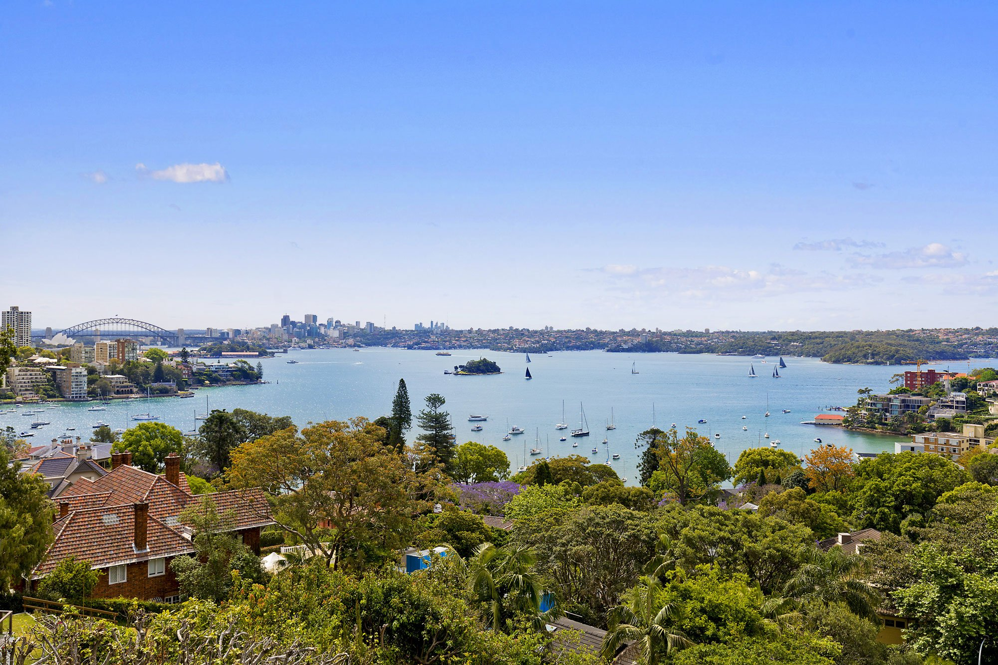 Commanding a perfect north-easterly aspect, uninterrupted water views extend from the residence to the Sydney Harbour Bridge, Sydney Opera House, the city skyline, and north to the Heads.