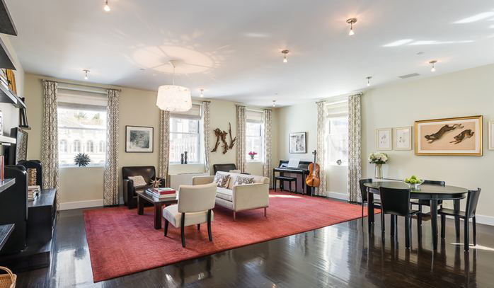 <b>3 Bedrooms, 2,815 sq. ft.</b><br/>Grand and lofty three-bedroom apartment with chef's kitchen