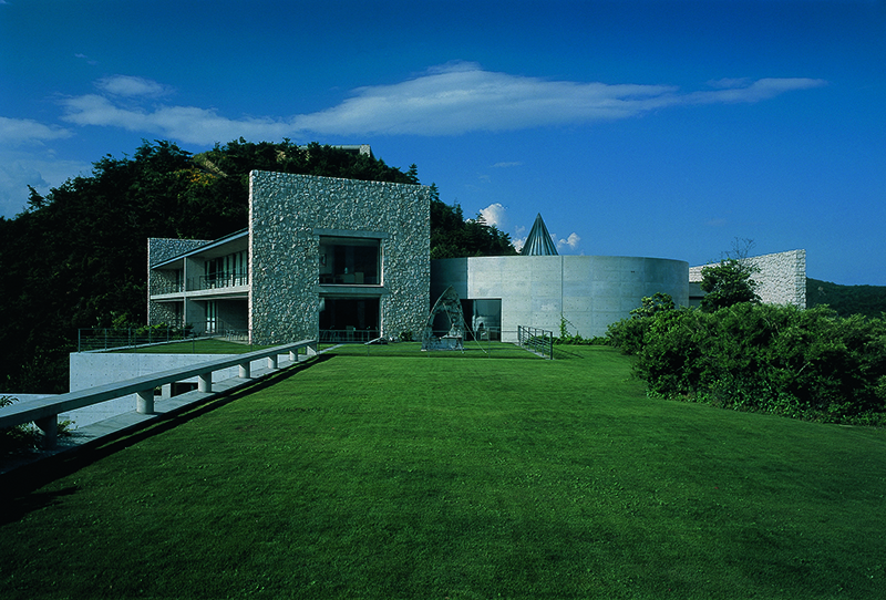 An integrated hotel and museum, Benesse House celebrates the link between nature, architecture, and art. Its contemporary artworks—paintings, sculpture, photography, and site-specific installations—are not just exhibited in the galleries, but are also on display in all buildings, as well as in scattered locations along the seashore. Photography: Tadasu Yamamoto