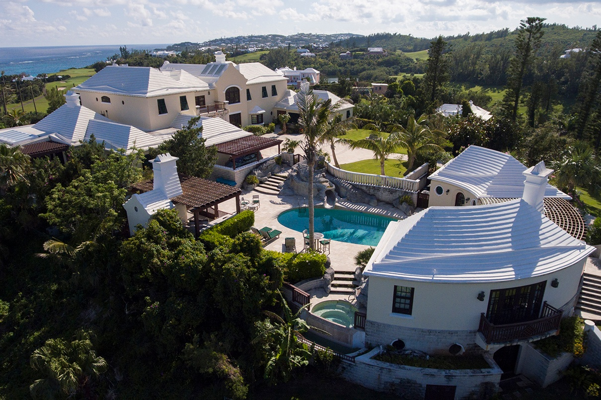 This colonial-style estate has a spectacular setting on the 2nd fairway of the exclusive Mid Ocean Club in Bermuda. Winston Churchill, Dwight Eisenhower and the Duke of Windsor all played at the legendary course, which was originally designed by Charles Blair Macdonald in 1921.