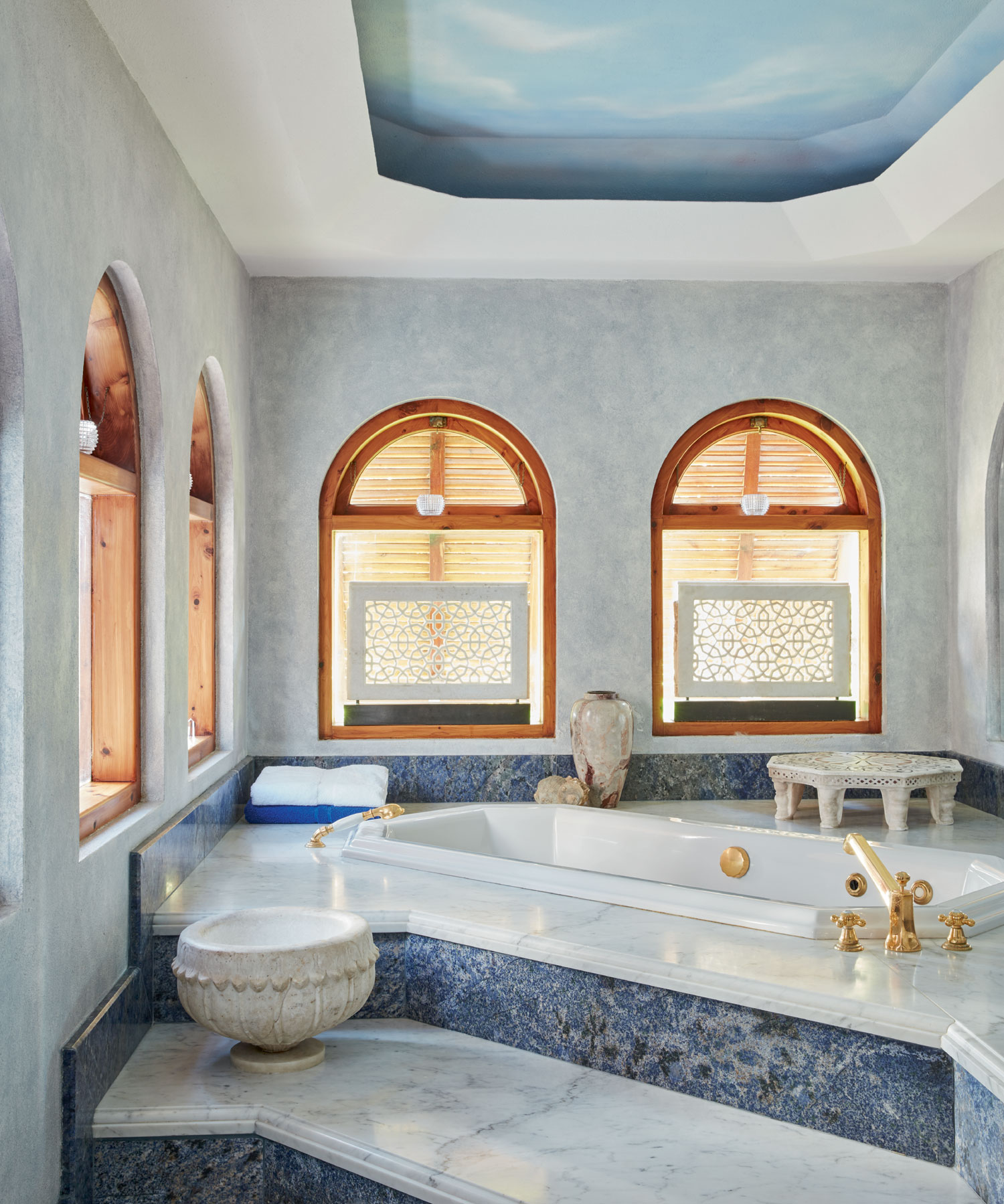 The master bedroom suite is a peaceful haven with its sumptuous spa bathroom in blue and white marble.