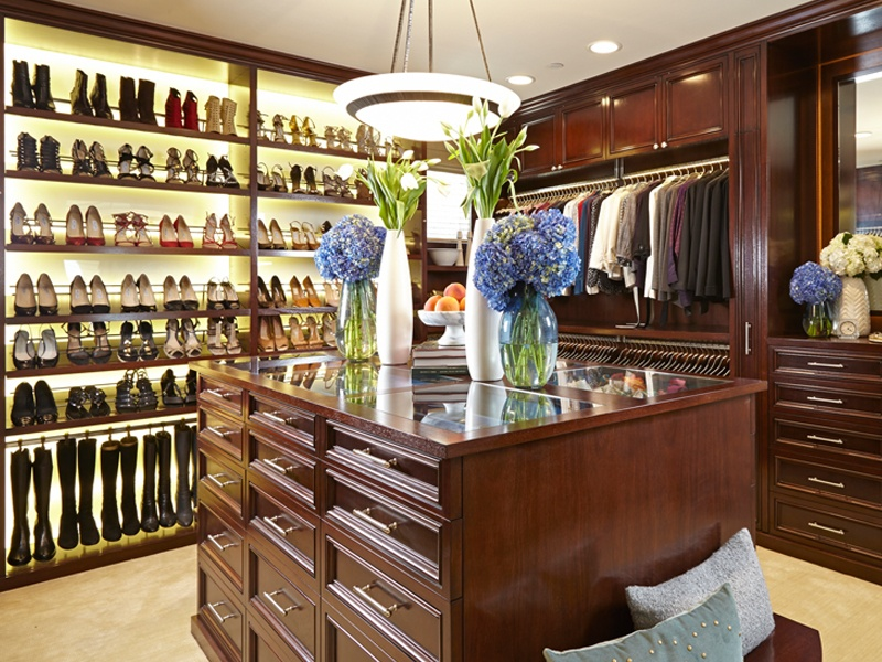 There's a place for everything in walk-in wardrobes by LA Closet Design. Storage space is tailored to the client's needs and luxurious amenities introduced to ensure the perfect balance between form, function, and finesse.