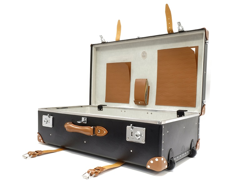 In 1953, a Globe-Trotter case accompanied Sir Edmund Hillary on his successful ascent of Mount Everest, and, in the early 20th century, Captain Robert Falcon Scott and Roald Amundsen carried Globe-Trotter cases on their Antarctic expeditions.