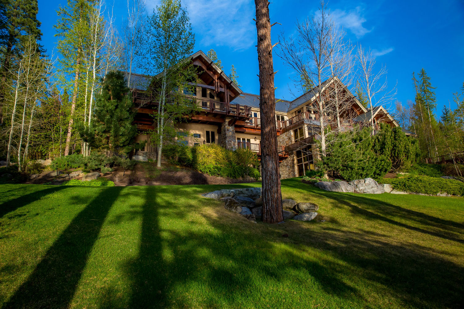At Eagles Rest, guests may luxuriate amid 15,000 square feet of grand, lodge-style living and entertaining areas on the shores of Flathead Lake in the Rocky Mountain paradise of Flathead National Forest.