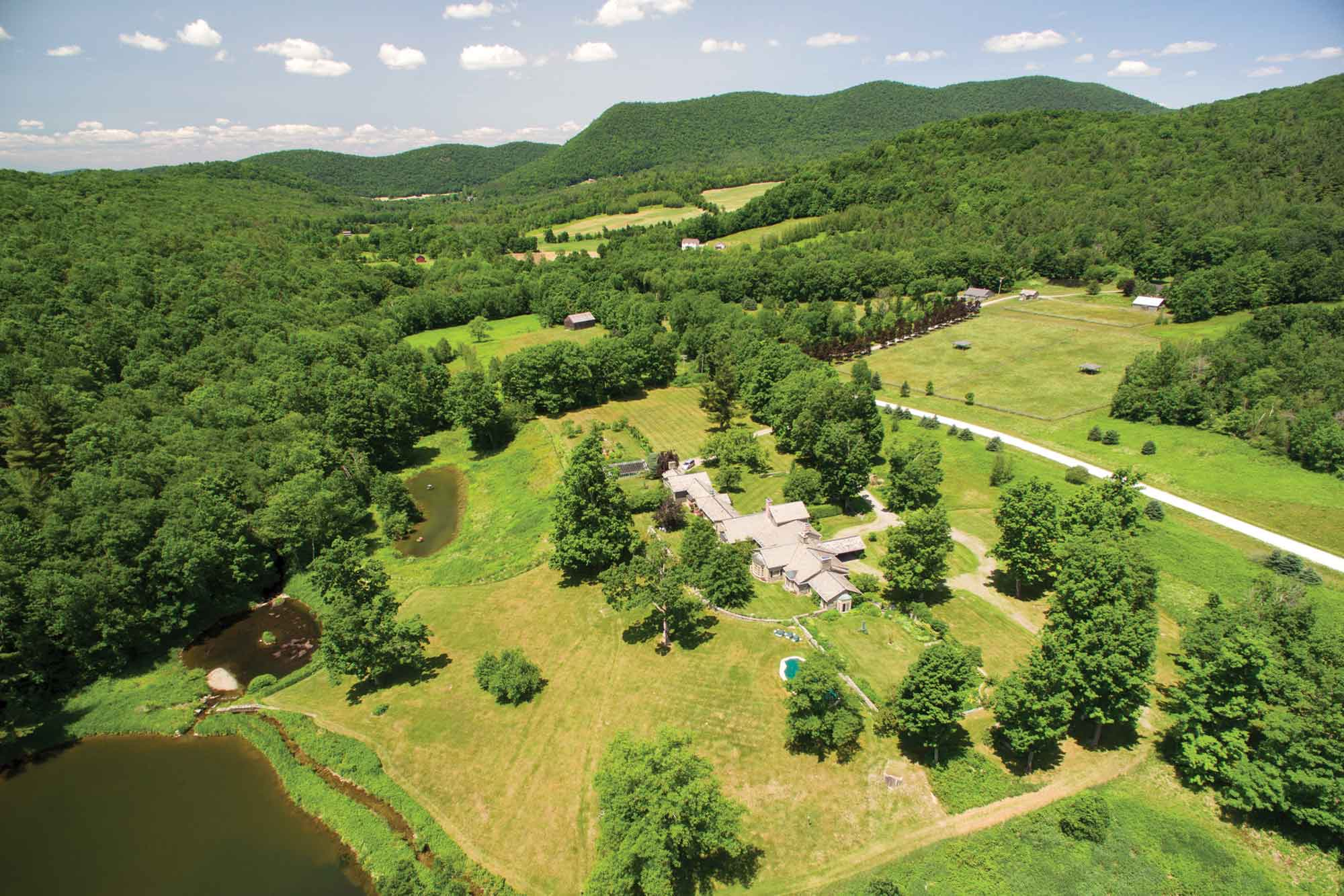 Black Hole Hollow Farm's guest accommodations once hosted royalty (HRH, The Princess Margaret) and cultural icons, including first lady Jackie Kennedy and British novelist Ian Fleming, who wrote <em>Diamonds Are Forever</em> and <em>Goldfinger</em> whilst summering at the estate.
