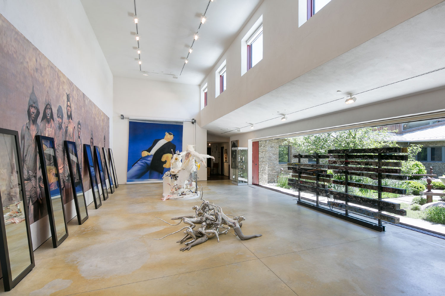 Art is further infused into lifestyle with a dedicated gallery on full view from the central courtyard.