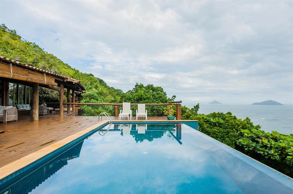 <b>5 Bedrooms, 6,458 sq. ft.</b><br/>Baleia Beach home with private deck and breathtaking views