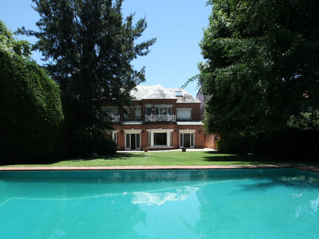 <strong>Buenos Aires: Grand Mansion</strong><br/> <i>Opportunity savings for Russian buyer</i><br/>Local housing prices: -5% <br/>Currency change: -30% <br/>Property asking price: 16.1M ARS <br/>Cost for buyer in 2014: 107.1M rubles <br/>Cost for buyer in 2016: 74.9M rubles