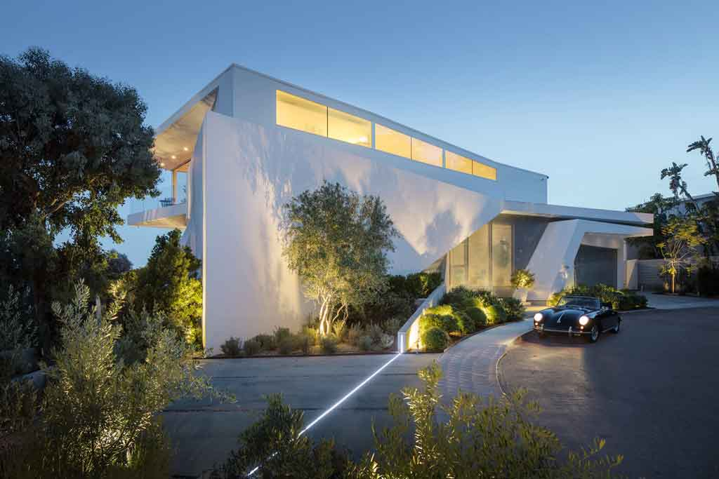 This contemporary aerie on Sunset Strip was designed by celebrated architectural firm Belzberg Architects; the Santa Monica-based design firm has earned over 48 national and local design awards including over 20 from the American Institute of Architects.