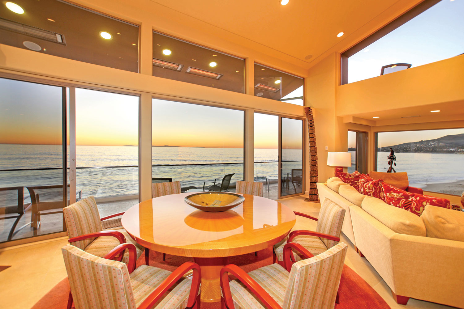 Breathtaking views of Catalina Island along with the picturesque evening sunsets are a prelude to the presentation of city lights that can be seen from almost every room in this exquisite home.