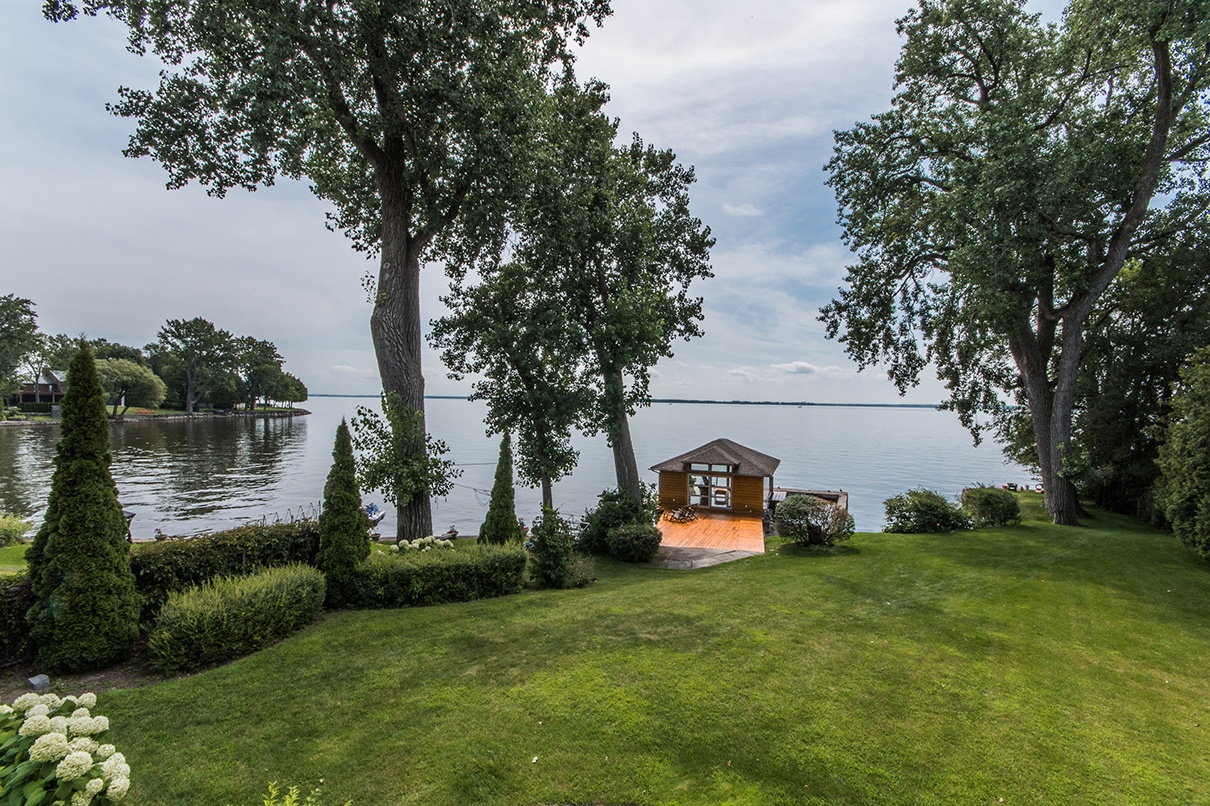 Majestically poised on Quebec's Lake St. Louis, this masterfully designed retreat incorporates feng shui practices to achieve balance and harmony with nature.