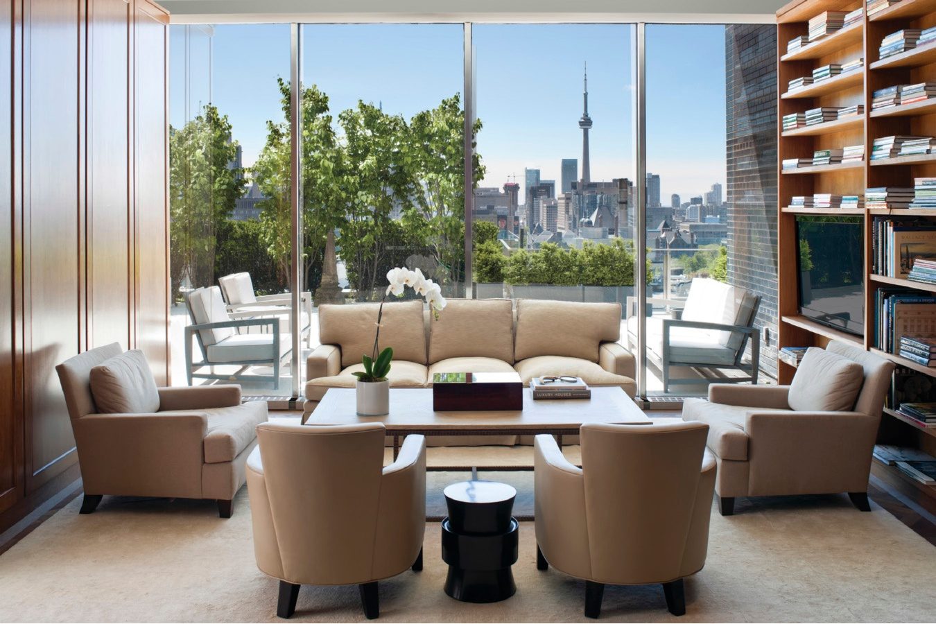In the prestigious Toronto suburb of Yorkville, this landmark condominium has a birds-eye view of the CN Tower and the city skyline.