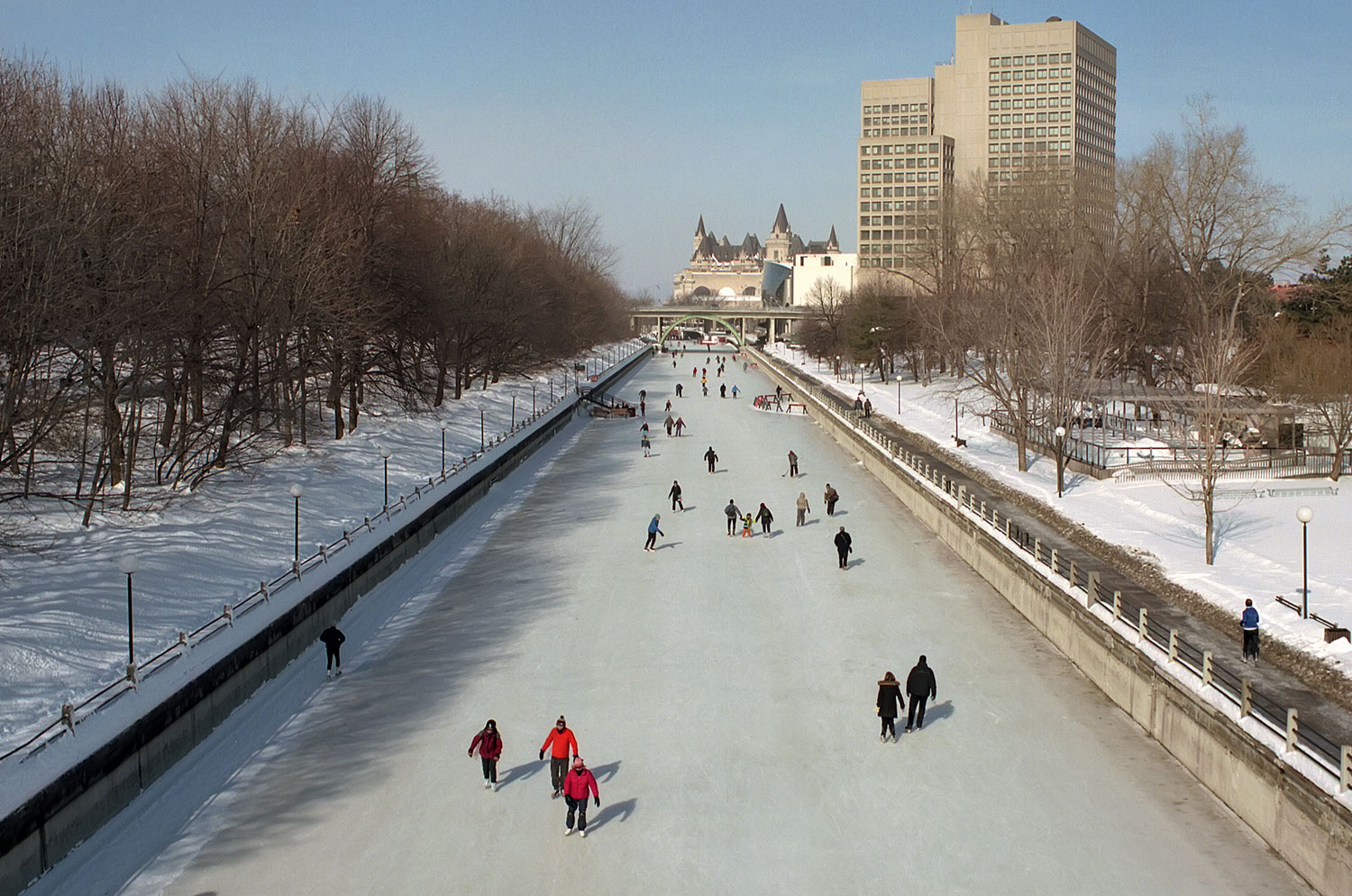 According to Guinness, this is the world's largest naturally frozen ice rink. Ottawa, the Canadian capital, boasts an ice surface that's the equivalent to 90 Olympic-sized rinks. More than 4.8 miles long, the picture-perfect Skateway winds past Canada's Parliament Buildings and the majestic Chateau Laurier Hotel.