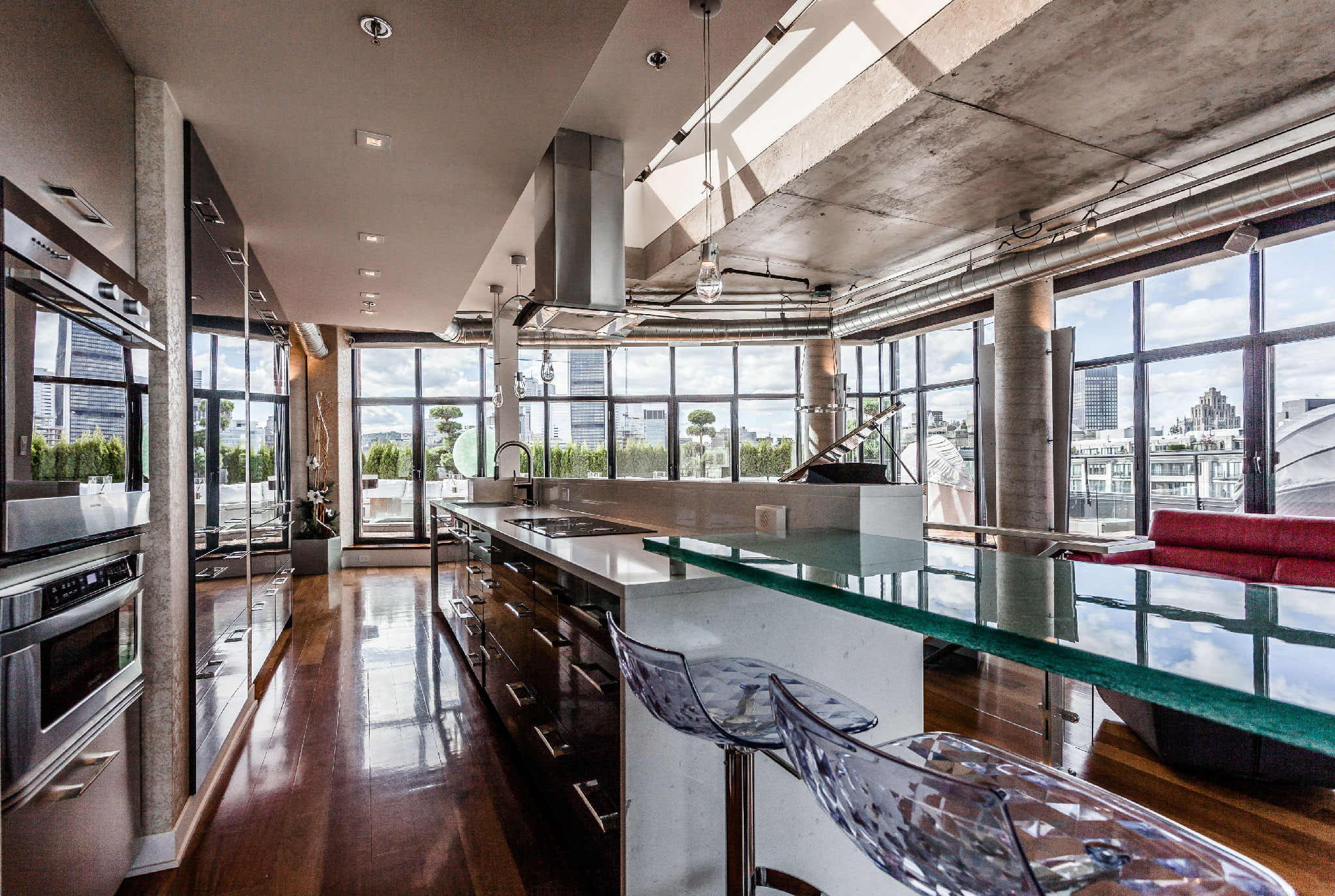 <strong>Montreal: City Penthouse</strong><br/> <i>Opportunity savings for a Chinese buyer</i><br/> Local housing prices: 12%<br/> Currency change: -6%<br/> Property asking price: C$2.4M<br/> Cost for buyer in 2014: ¥12.7M<br/> Cost for buyer in 2016: ¥11.9M