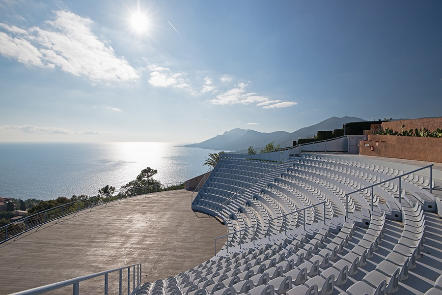 The Bubble House amphitheater facing the Bay of Cannes provides a distinctive setting for summer concerts or plays.