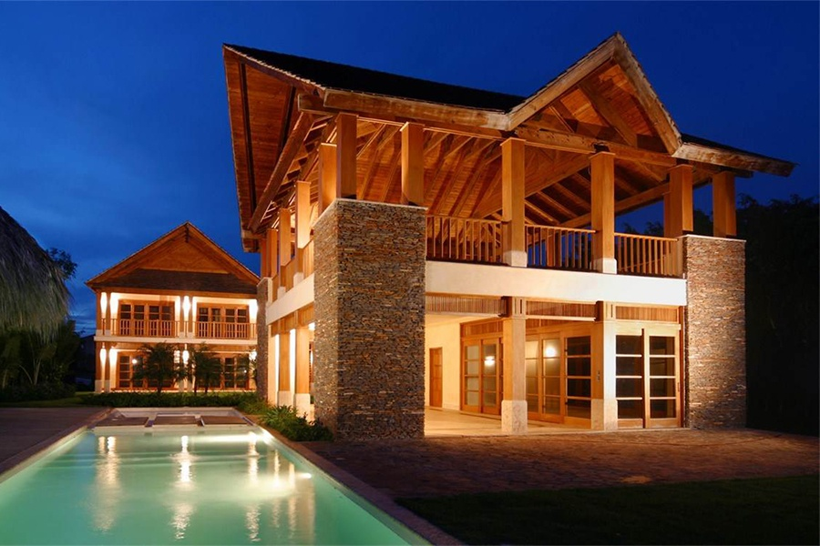 Beautifully constructed with exposed timber eaves and masterful stonework, this luxury rental is an ideal getaway for a tropical honeymoon.