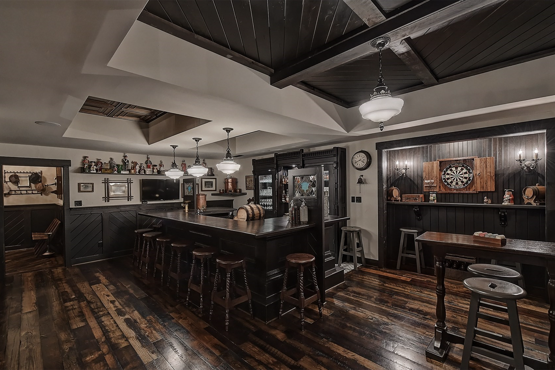 This gracious Charlotte home has an authentic Irish pub, which was crafted from materials and fixtures sourced from former drinking establishments as far away as Dublin.