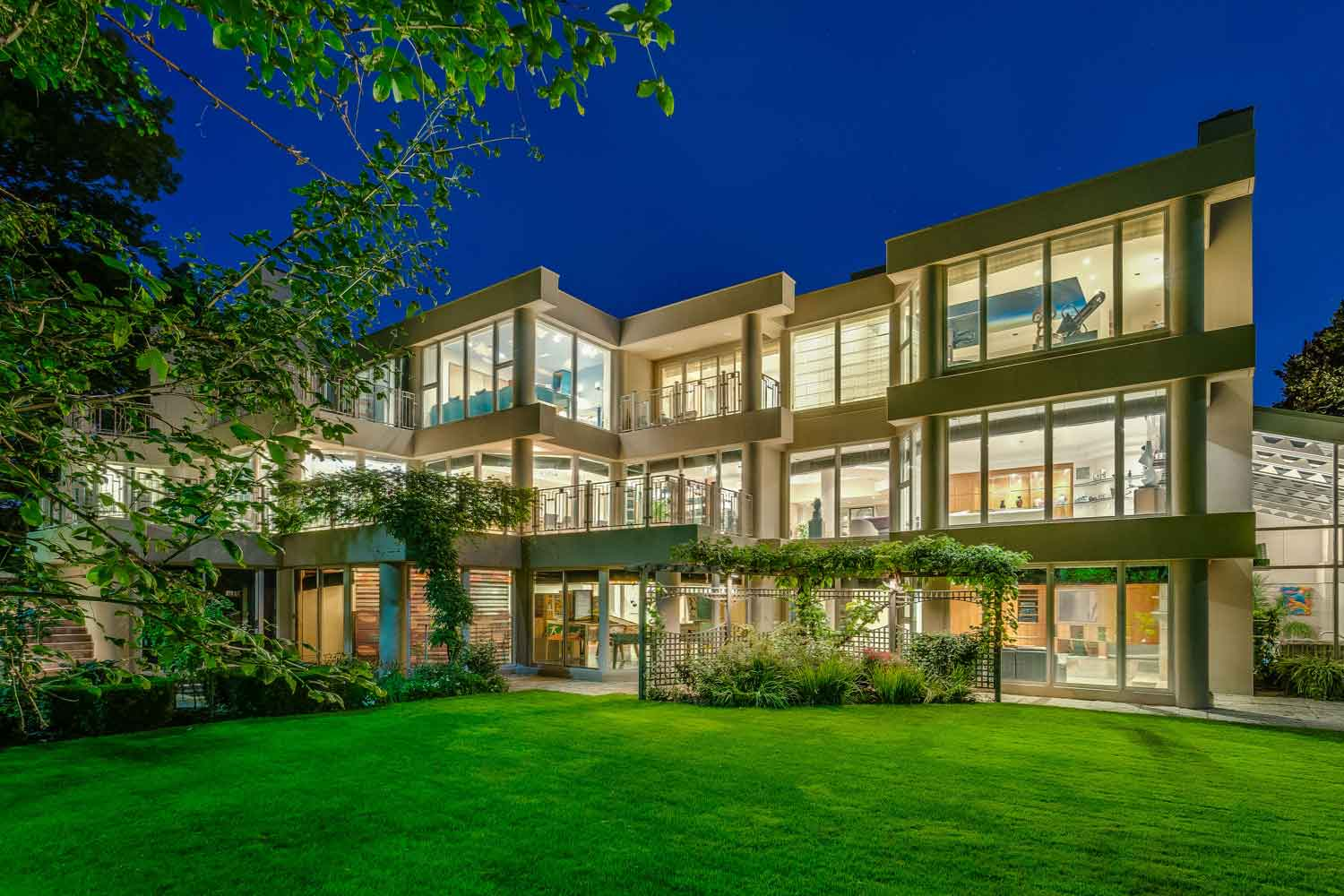 <b>Toronto, Canada</b><br/><i>7 Bedrooms, 15,000 sq. ft.</i><br/>Seven-bedroom home set on lush and private ravine setting