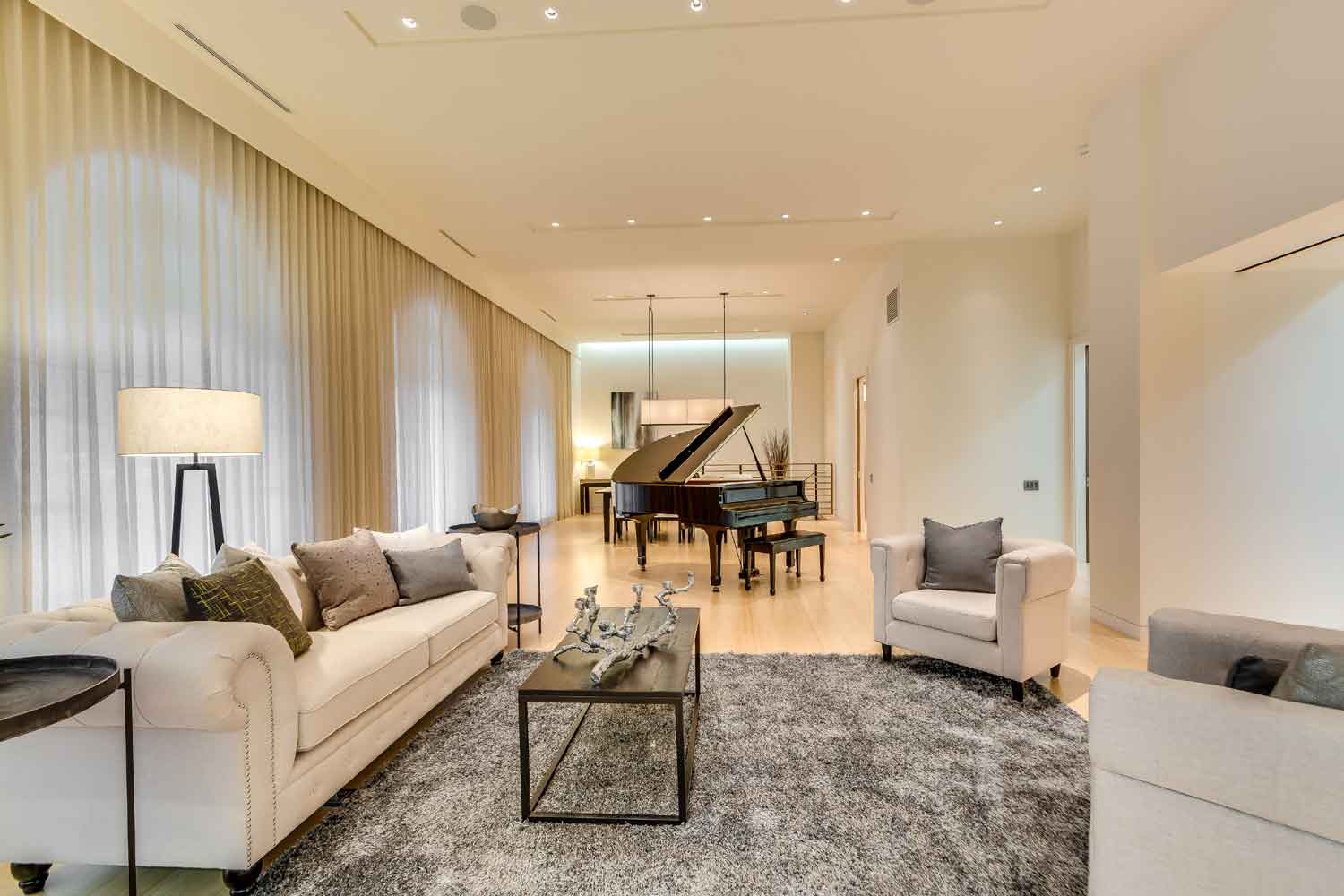 This contemporary two-story condominium is situated in a prestigious residential building on East Lake Shore Drive, close to the Magnificent Mile and two of Chicago's top performing arts venues: the Goodman Theatre and the Chicago Theatre. The residence features grand-scale living and entertaining areas with spectacular views of Lake Michigan.