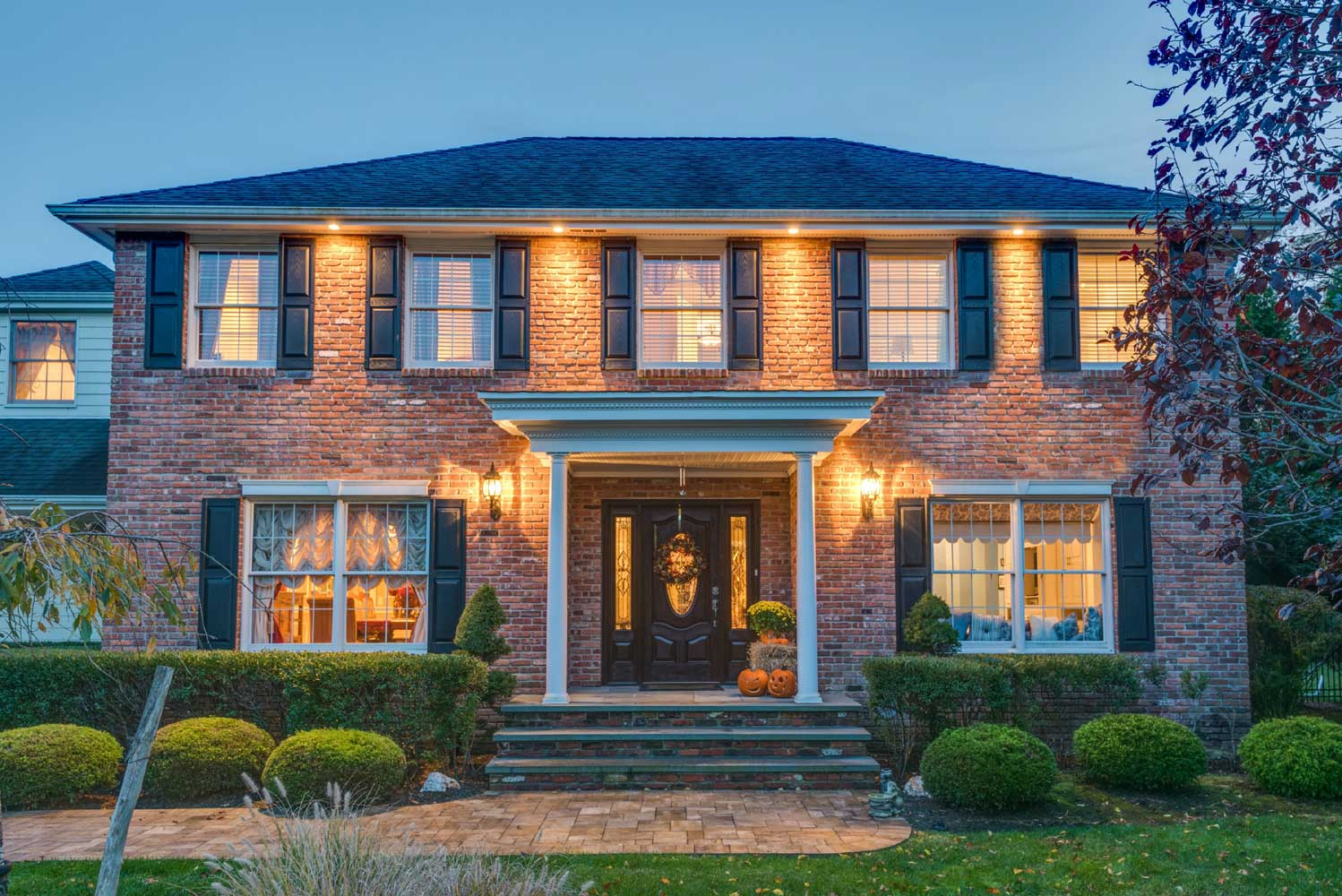 <b>East Islip, New York</b><br/><i>4 Bedrooms, 3,500 sq. ft.</i><br/>Deer Run estate home with pool