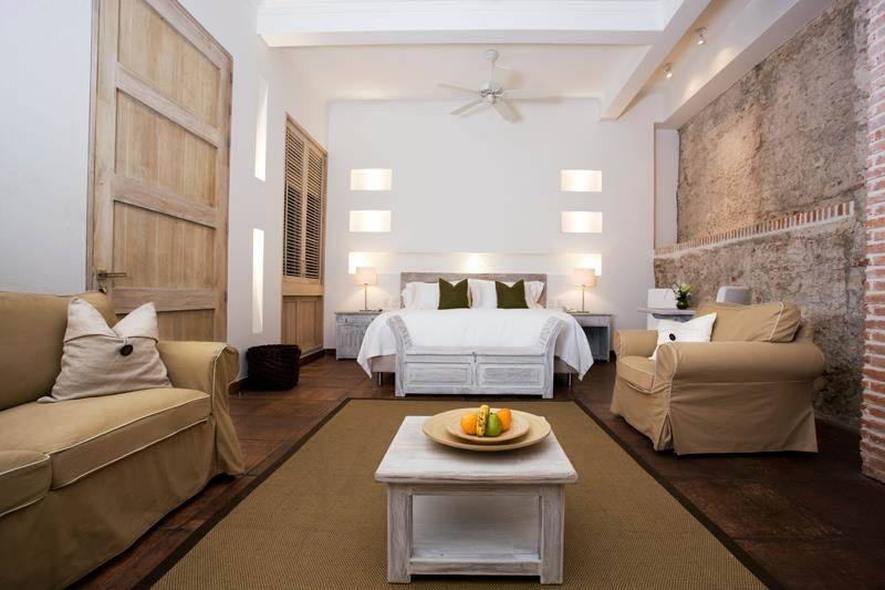<b>12 Bedrooms, 16,522 sq. ft.</b><br/>18th-century house with renovated contemporary interiors