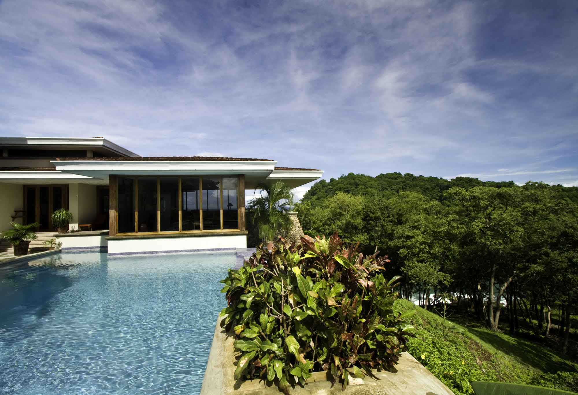 This stunning home in Guanacaste takes its cue from Wright's Fallingwater, projecting itself into the dramatic scenery.