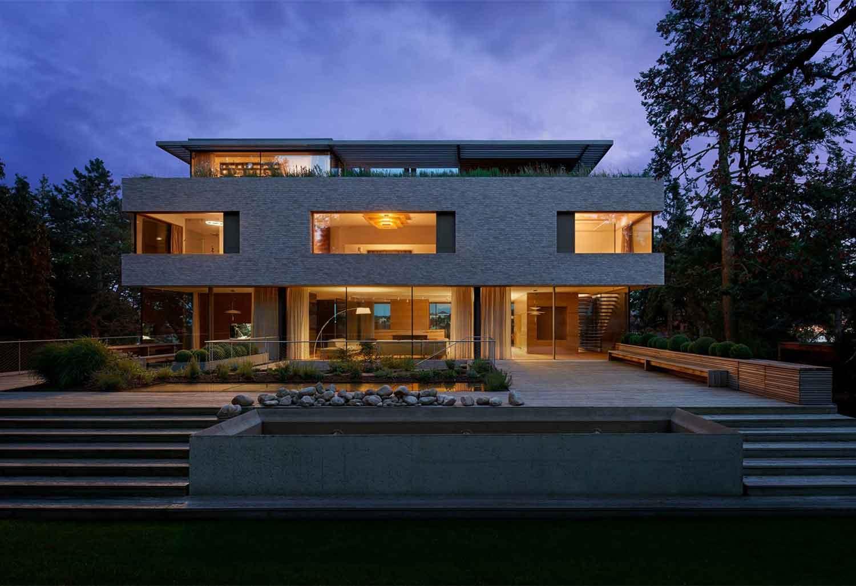 This contemporary villa in Prague boasts five stories of fluid, indoor-outdoor spaces that invite elegant entertaining.