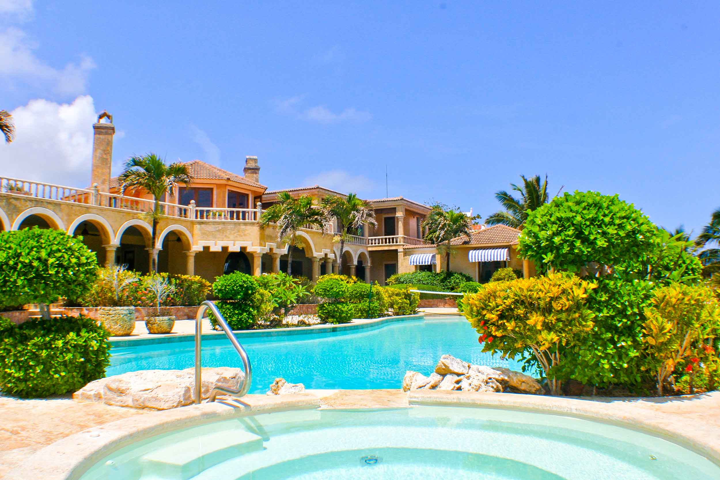 Invite the extended family to Villa Castellamonte. . . and don't forget the suits and boards (wet suits not required).