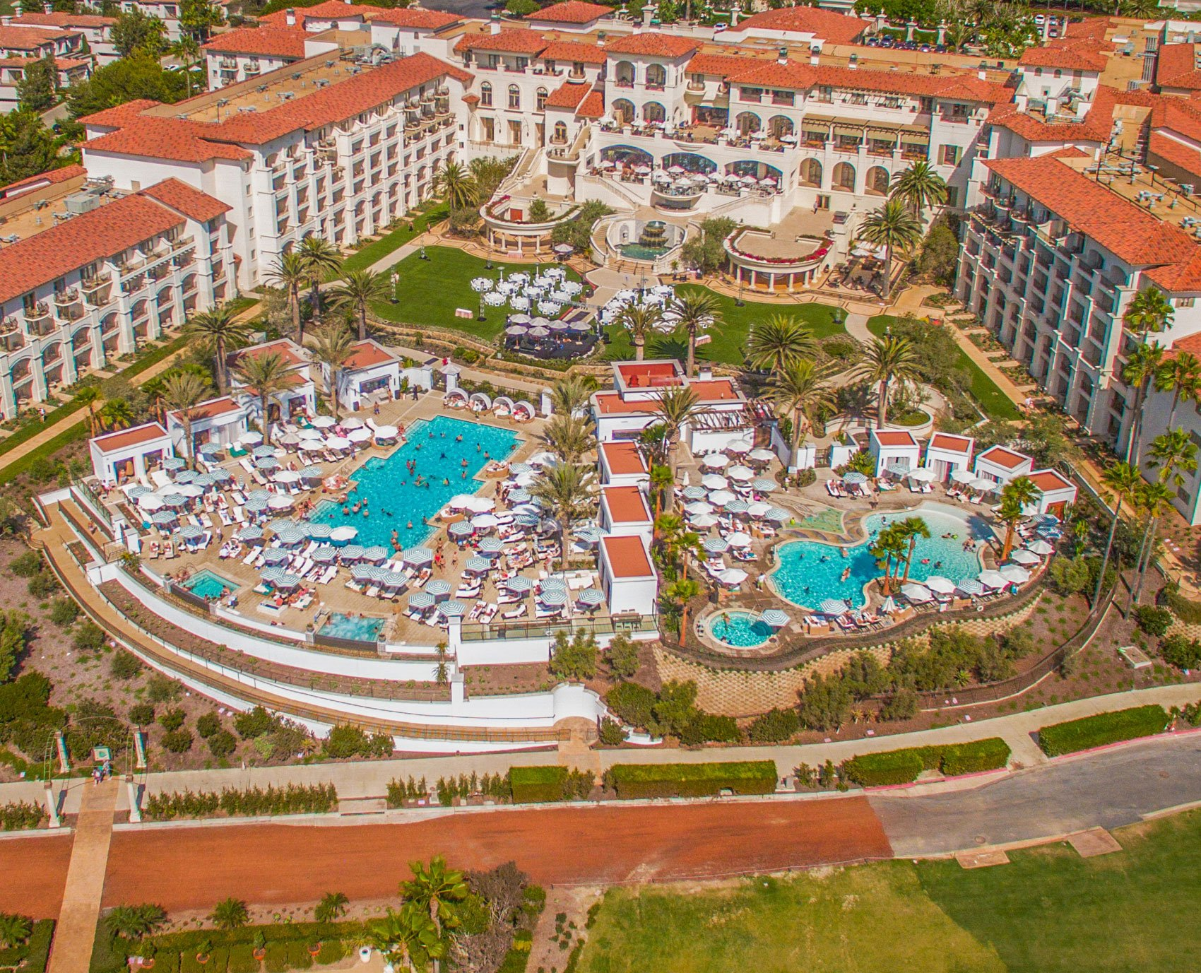Residency perks include Elite Membership to the Monarch Beach Resort, including its fitness center, day spa, and resort pools; the Monarch Bay Club, offering superior beachfront dining and beach host service; and, Crown Club Membership at the 18-hole oceanfront Monarch Beach Golf Links.