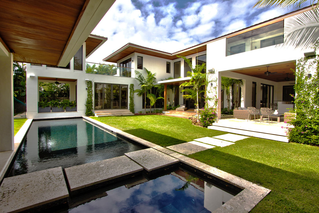 <b>6 Bedrooms, 6,475 sq. ft.</b><br/>Custom-built waterfront masterpiece in Coral Gables