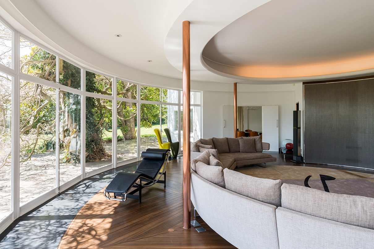 The modernist masterpiece at the heart of this English country estate is mirrored in the main ring of the feng shui Lo P'an compass.