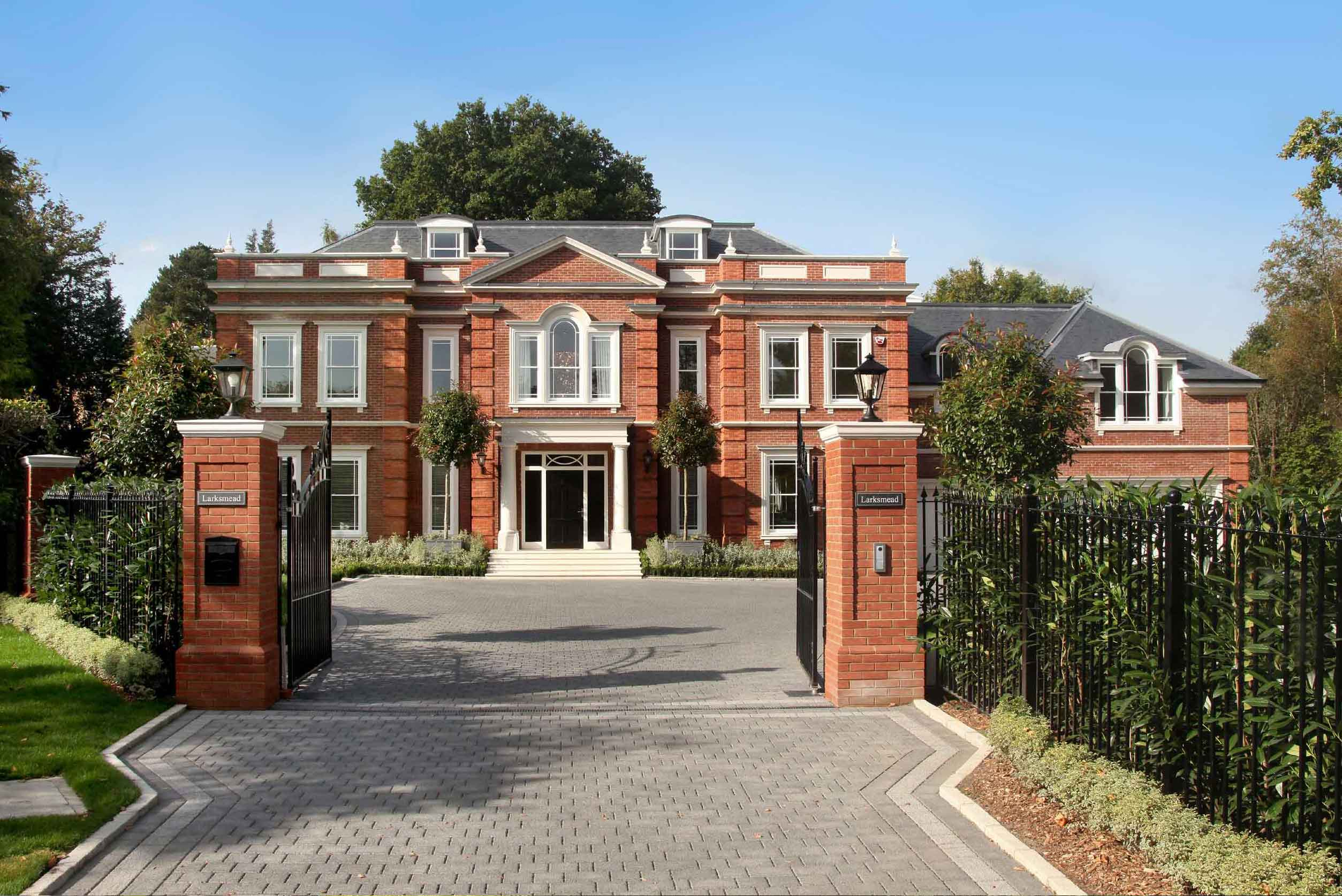 Larksmead is a brand-new luxury home on nearly an acre of private grounds that back directly onto another famous English golf course, Sunningdale